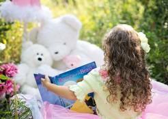 little-girl-reading-912380_640